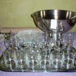 formule vin d'honneur pour 20 personnes vous choississez 20 dans les verres à vin, les flûtes, les verres à apéro ou jus de fruit/enfant + 3 assiettes soit 24 articles