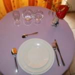 la formule complete 1 assiette de 24 cm en porcelaine ronde blanche, 1 assiette creuse en porcelaine ronde blanche, 1 assiette à dessert en porcelaine ronde blanche, 1 verre à eau, 1 verre à vin, 1 flûte à champagne, 1 fourchette, 1 couteau, 1 grosse cuillère, 1 petite cuillère, location de vaisselle dans le gers et les landes pour mariage, communion, baptêmes, anniversaire...